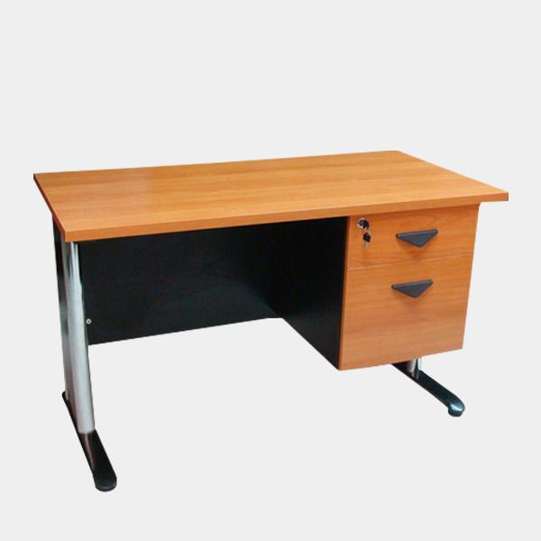 โต๊ะทำงานขาโครเมี่ยม